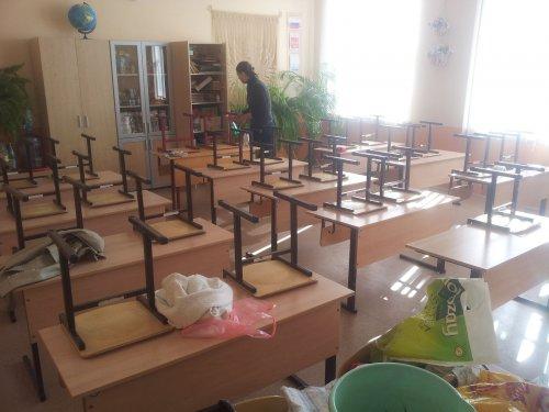 Должны ли школьники заниматься уборкой классов?