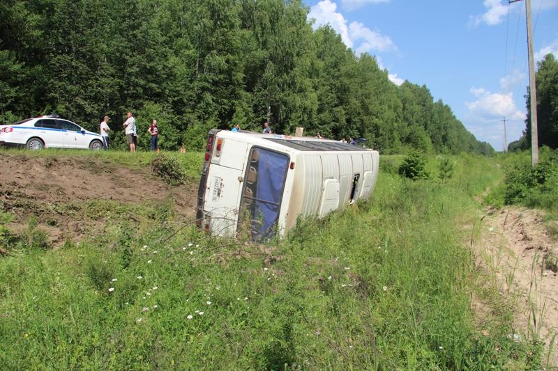 Около 30 человек пострадали при опрокидывании автобуса вРоссии
