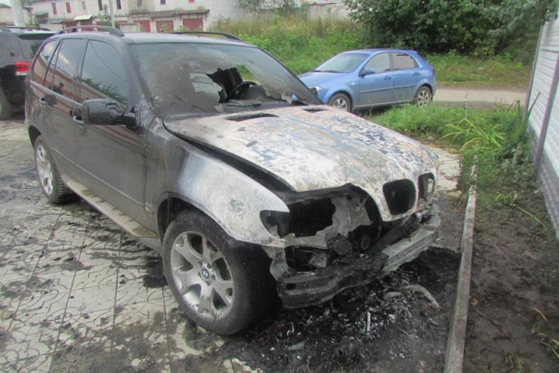 ВЙошкар-Оле сгорели два автомобиля
