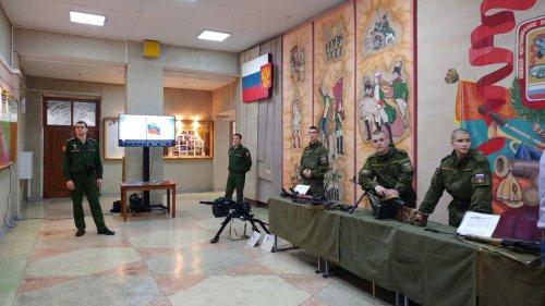 В Йошкар-Оле военная техника заняла Дворец культуры Российской армии