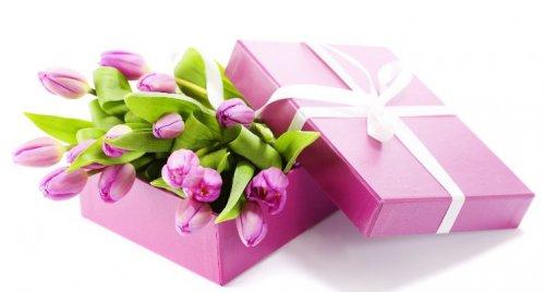 Какие подарки вы дарите женщинам к 8 Марта?