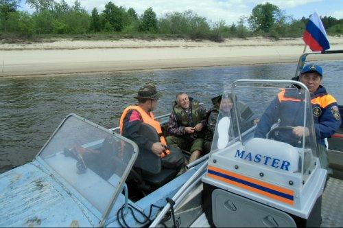 Спасатели пришли на помощь дрейфующей моторной лодке