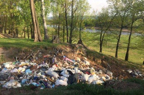 В Звениговском районе ликвидируют стихийную свалку мусора