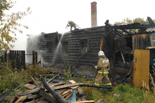 Женщина, пострадавшая во время пожара, госпитализирована с ожогами рук и лица