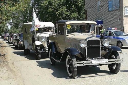 По улицам районного центра Марий Эл проехала колонна ретро-автомобилей