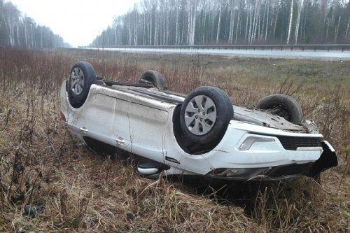 На Казанском тракте около Пембы иномарка выехала в кювет и опрокинулась