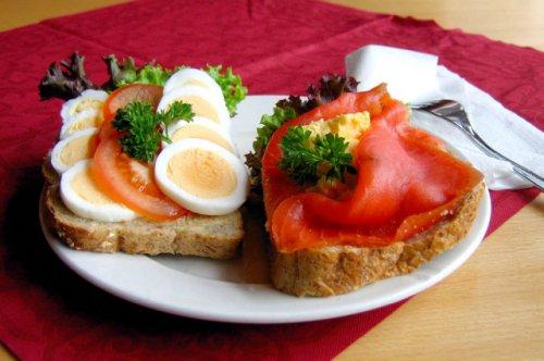Бутерброды с истекшим сроком годности в йошкар-олинском кафе заинтересовали проверяющие органы
