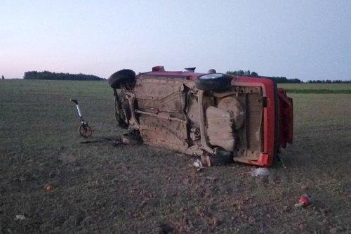 Пьяный водитель не справился с управлением и опрокинул автомобиль в кювет