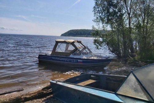 Полицейские задержали на реке Волге двух подростков, которые катались одни на лодке с вёслами