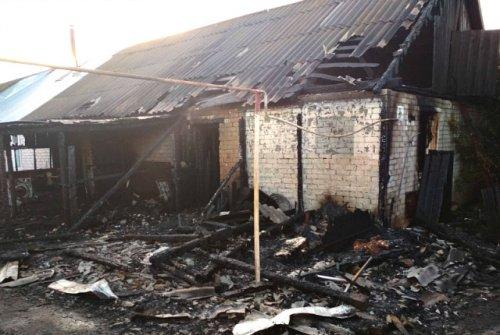 В поселке Куженер в результате пожара погибло двое мужчин