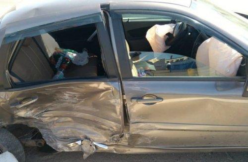 Два человека пострадали в столкновении двух иномарок в городе Волжске