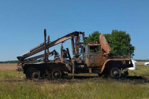 В поле около деревни Тошнер Волжского района неизвестные подожгли манипулятор «Урал»