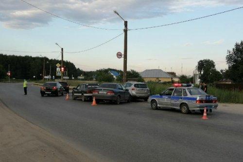 Один водитель пострадал в результате столкновения трёх легковых автомобилей в Йошкар-Оле