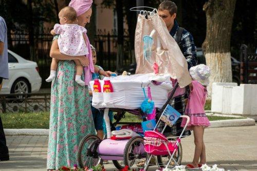 Семьям с детьми до 16 лет выплатят дополнительные 10 тысяч рублей по указу Президента