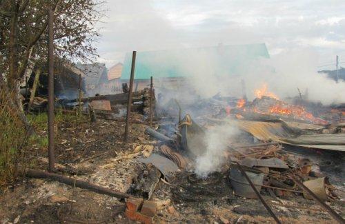 Пожар в деревне Визимбирь произошёл из-за того, что в гараж попала шаровая молния