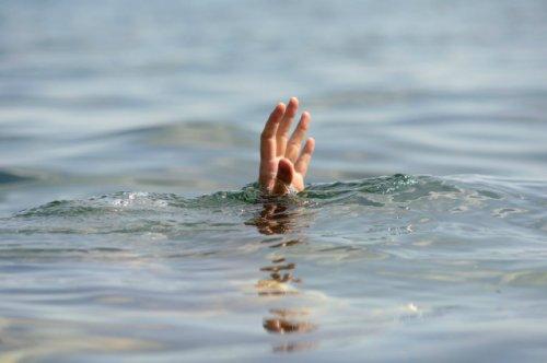 Спасатели ищут тело восьмилетней девочки, утонувшей накануне в реке Илеть