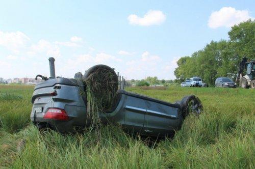 Два автомобиля и один трактор не поделили дорогу в пригороде Йошкар-Олы