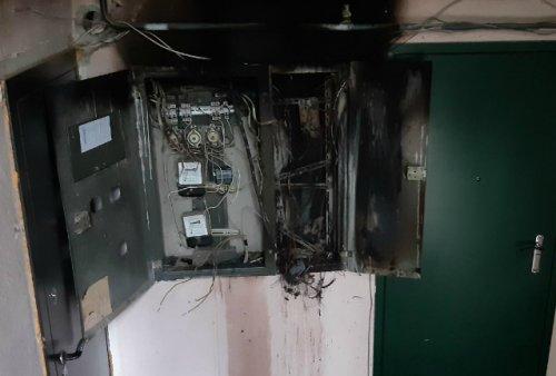 В результате пожара в Волжске десять человек были эвакуированы из задымлённого подъезда