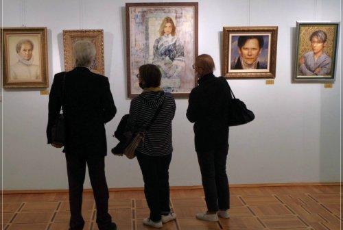 В Йошкар-Оле открылась выставка Никаса Сафронова, сам автор приедет позже