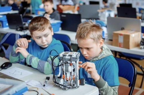 Ещё больше детей смогут заниматься кино, робототехникой и не только