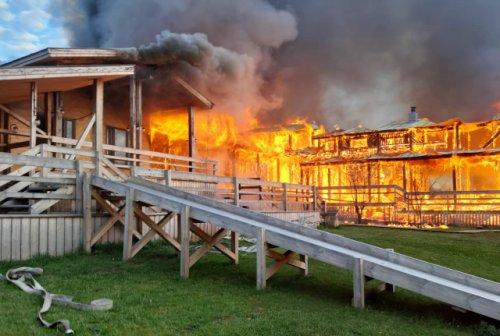 В Республике Марий Эл в районе озера Яльчик сгорел эко-отель