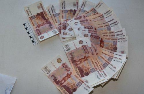 В Йошкар-Оле полицейские задержали сбытчиков фальшивых денег