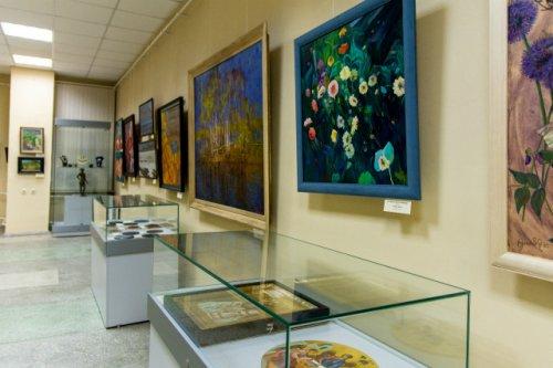 В музее изобразительных искусств открылась необычная выставка к юбилею республики