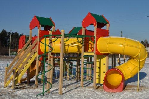 В селе Помары Волжского района построена современная и безопасная детская площадка