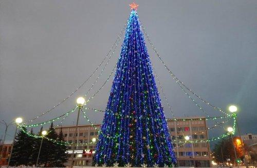 Длина светодиодных гирлянд на главной ёлке Йошкар-Олы составляет более 500 метров