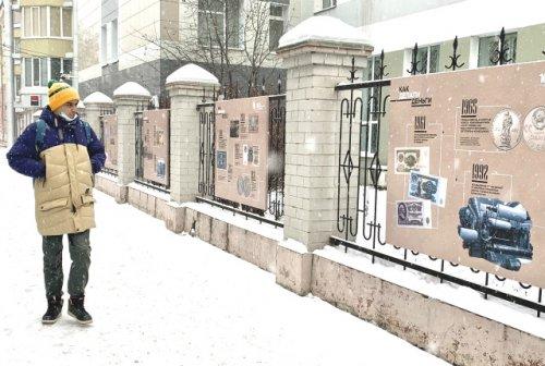 Уличная фотовыставка «Время и деньги» проходит в центре Йошкар-Олы