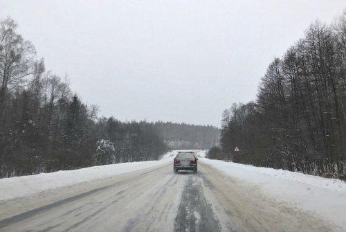 Двадцать восемь единиц техники очищают от снега федеральные трассы в Марий Эл
