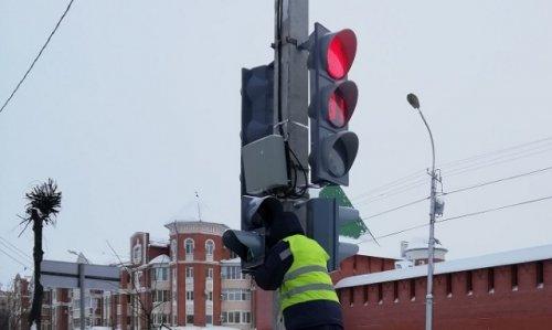 После двухнедельной паузы светофор на пересечении Советской и Кремлёвской снова заработал
