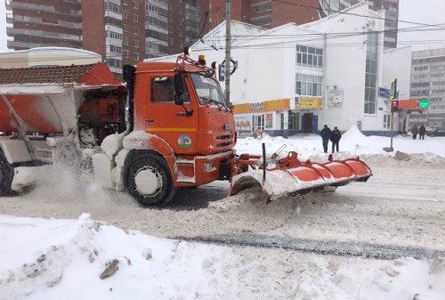 Из-за продолжающегося снегопада коммунальщики Йошкар-Олы работают в круглосуточном режиме