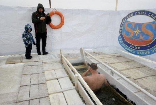Более четырёх тысяч человек приняли участие в крещенских купаниях в Марий Эл
