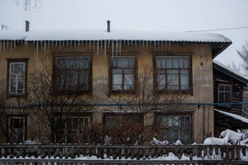 В мэрии Йошкар-Олы пояснили, кто должен убирать сосульки и снег с крыш