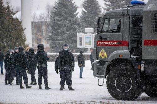 Полиция блокировала площадь Ленина, где планировалось провести несанкционированную акцию