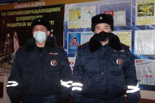 Сотрудники Госавтоинспекции не дали замерзнуть подростку на трассе в Марий Эл