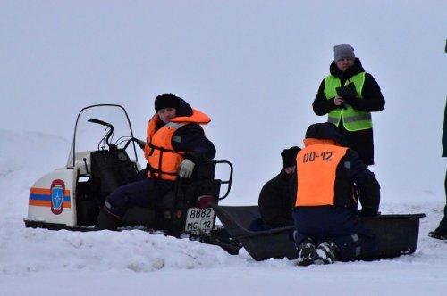 Спасатели из Козьмодемьянска провели учебную тренировку на льду Волги