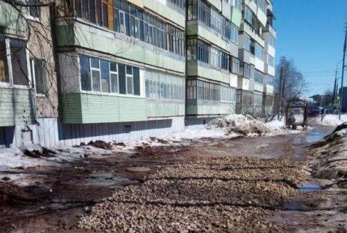Тротуар на улице Подольских курсантов пообещали восстановить до конца весны