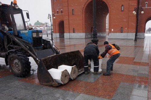 В Йошкар-Оле коммунальные службы устанавливают новые урны для мусора