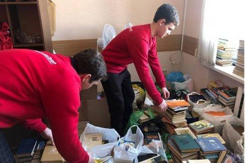 Молодежь Марий Эл передала более двух тысяч книг библиотекам Звениговского района