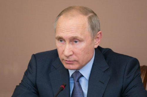 Владимир Путин поручил добиться опережающего роста реальных доходов населения