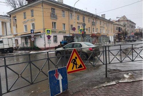 На улице Советской приступили к подготовительным работам по ремонту проезжей части