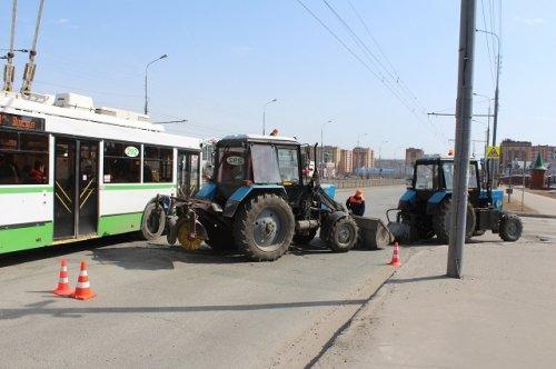Дорожные рабочие начали ямочный ремонт на Вознесенском мосту