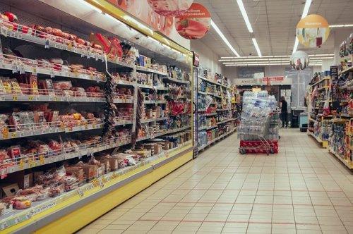 Аналитики выявили лидеров по росту годовой выручки на рынке продовольственного ритейла