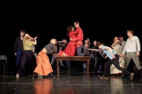 Отец и сын выступают в качестве сценографа и режиссёра новой постановки на сцене драмтеатра в Марий Эл