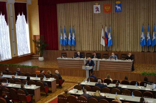 Евгений Маслов отчитался перед городскими депутатами о работе мэрии Йошкар-Олы