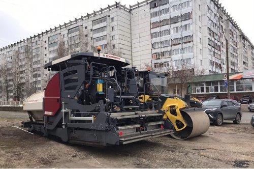 На улице Эшкинина начали приводить в порядок не только проезжую часть, но и тротуары