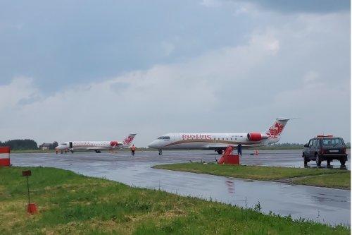 Сразу два самолёта находились минувшим днём на перроне аэропорта Йошкар-Олы