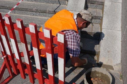 Коммунальные службы начали ремонт набережной Малой Кокшаги в районе Театрального моста